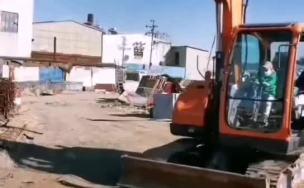 斗山75挖掘机安装小型液压剪,老板的小孩子操作的是不是很溜