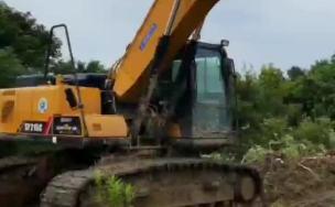 昨天中午利用休息时间洗挖掘机