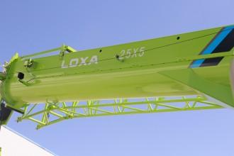 【主臂】1.主臂采用BS700MC高强钢板,加高40毫米加宽20毫米; 2.全面优化的U型大圆弧截面,采用单板臂头,提高搭接长度,臂长43m; 3.副臂+加长节最高达到51.3米,性能卓越超越25T平台产品。