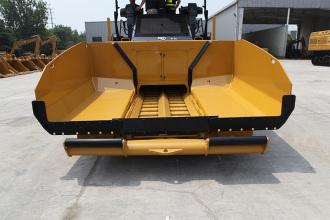 【加长料斗】1、8立方米大容积料斗; 2、料斗长度>2.5米; 3、大料斗展开宽度3.2米; 4、料车进入高度小于520毫米。