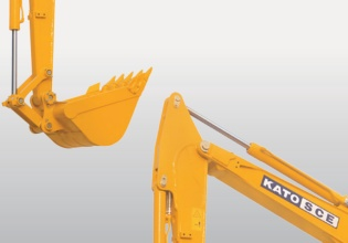 【加强型工作装置】加强型大小臂,耐磨性更强的挖斗,应对高强度作业要求。