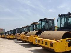 二手22吨压路机出售,个人急转让二手26吨压路机