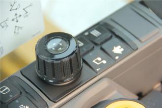 卡特彼勒Cat®323 GC液压挖掘机高清图 - 驾驶室